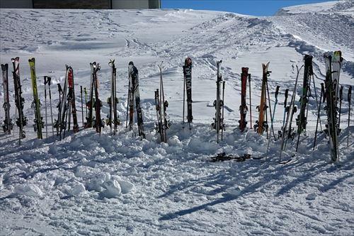 ski-poles-999264_640_R