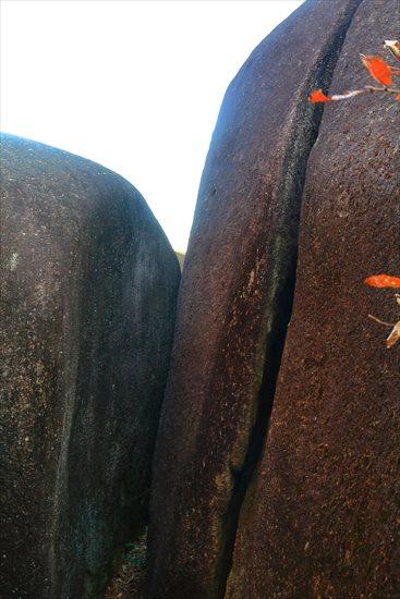 鬼岩公園の蓮華岩(鬼の一刀岩) 鬼滅の刃聖地
